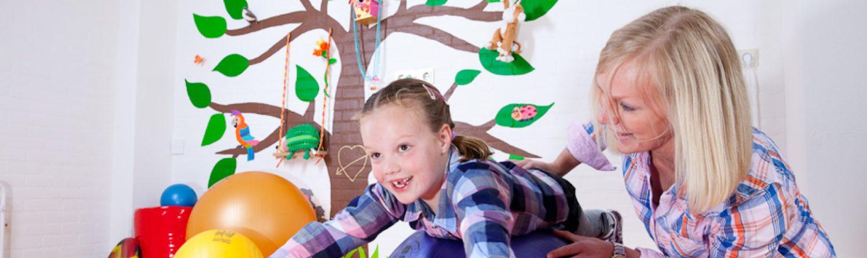 Kinderfysiotherapie: speels oefenen voor kinderen met een achterstand in bewegen